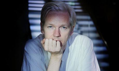 http://1.bp.blogspot.com/_l6BRY5Apc6I/THeXLHSXWpI/AAAAAAAABkI/7kz0putu90A/s1600/Julian-Assange-006.jpg