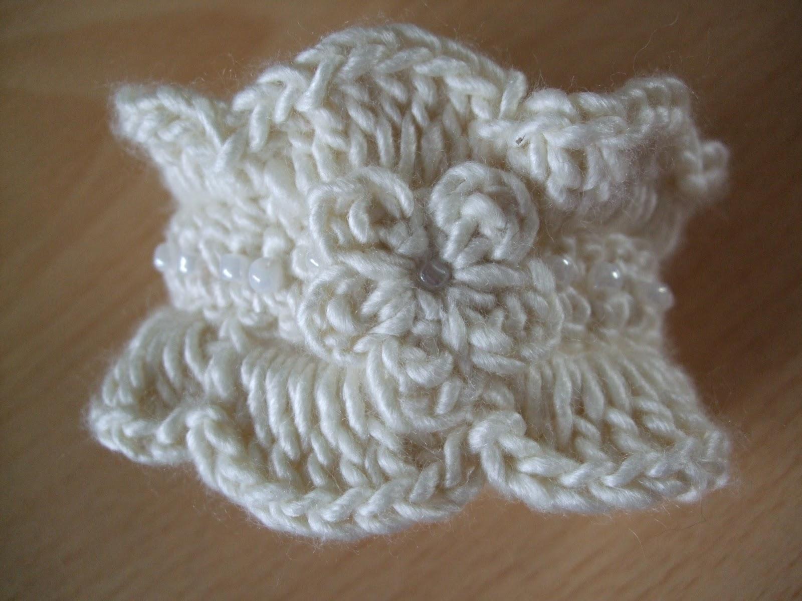 Channelle\'s Crochet creations: Gorgeous Cuff Bracelet Pattern