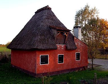 Il casone rosso di Piove di Sacco. Foto di Andrea Mangoni
