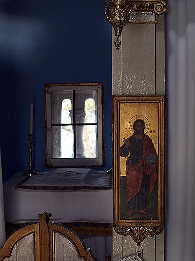 L'interno del monastero di Pontikonissi. Foto di Andrea Mangoni.