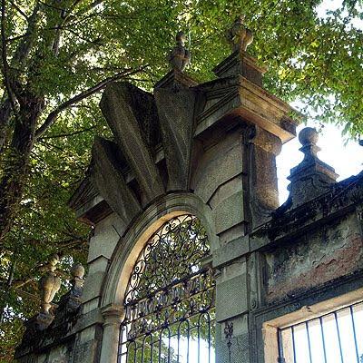 Un dettaglio delle mura interne di Villa pisani. Foto di Andrea Mangoni.