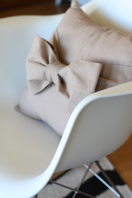 craft home decor: big bow pillow