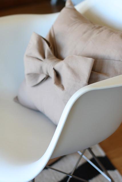 craft home decor: big bow pillow