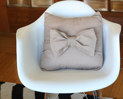 craft home decor: big bow pillow tutorial
