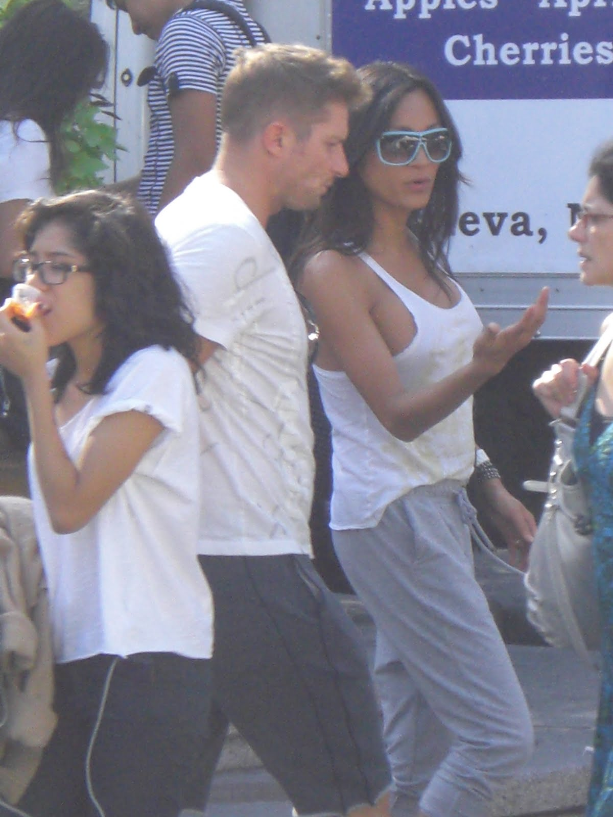 Bra with no woman walking Video shows