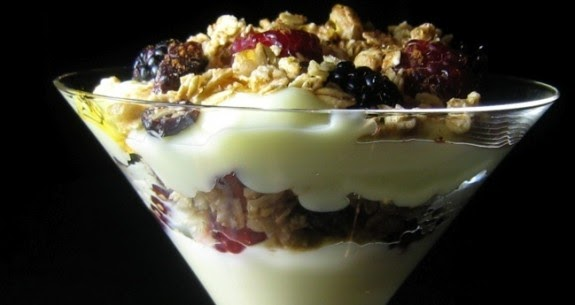 Power Meals: Greek Yogurt Parfait with Berries, Nuts & Honey