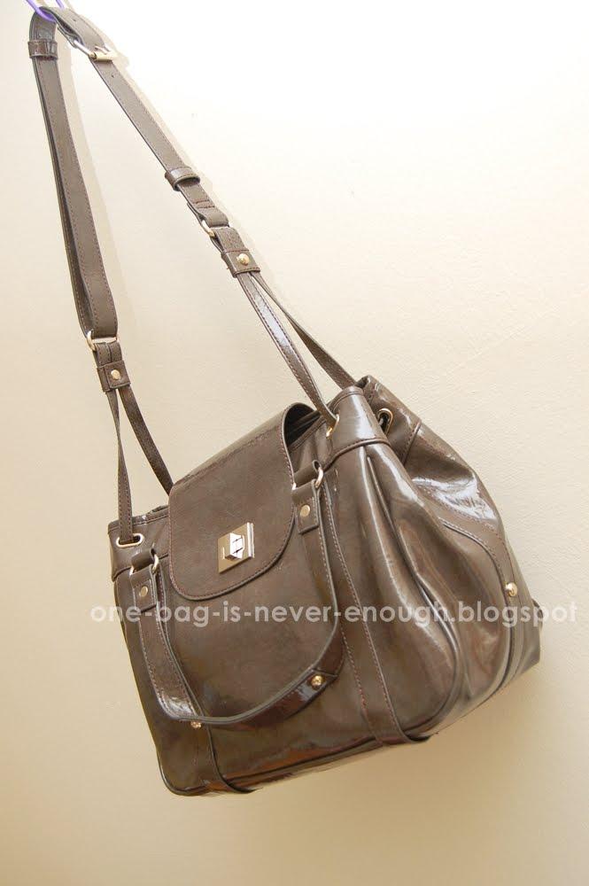404013b0d027 Satu beg tangan tak akan cukup  Charles   Keith collections