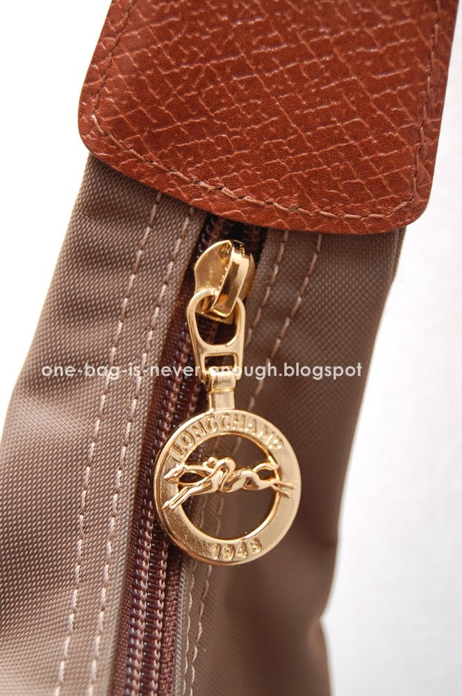 f3b021abd034 Source  Longchamp official website. Adjustable shoulder strap 1 pocket on  side of bag with button closure 1 main compartment with zipper opening