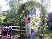 арка в саду