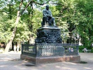 Krylow-Denkmal im Sommergarten