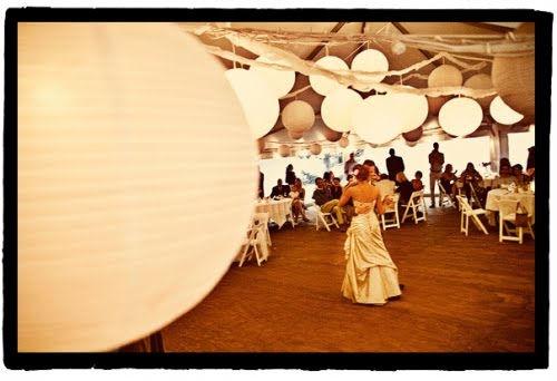 I have seen many wonderful wedding photos that feature paper lanterns