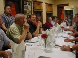 Con sus antiguos compañeros del Villafranca en una cena en 2003 a la que invitó a la plantilla para recordar aquellos tiempos.