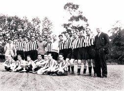 Foto histórica de la plantilla del Athletic en la campaña 1932-33