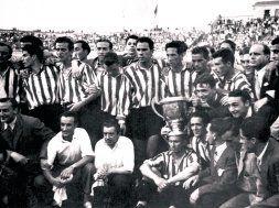 El Athletic posa con la Copa. Fue la primera final que jugaron juntos Iriondo, Zarra, Panizo y Gainza