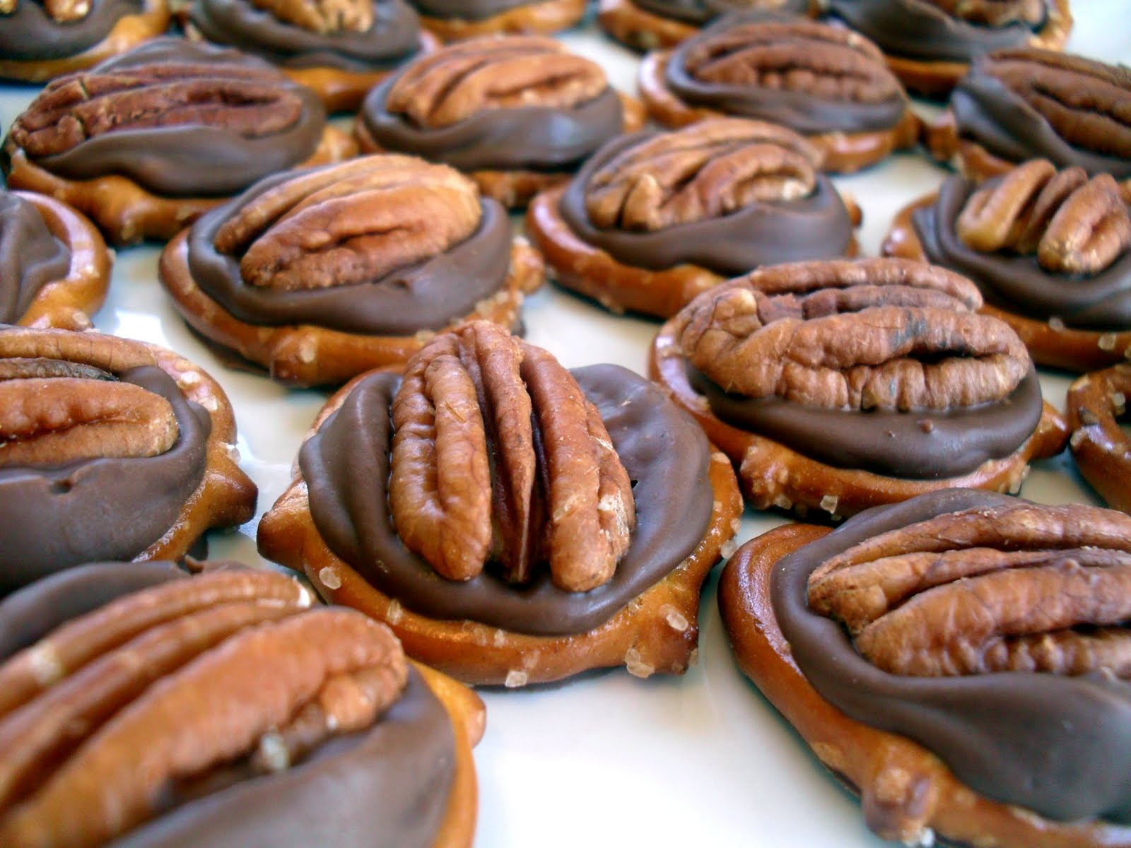 rolo pretzel turtles recipe ingredients rolos pretzels toasted pecans ...
