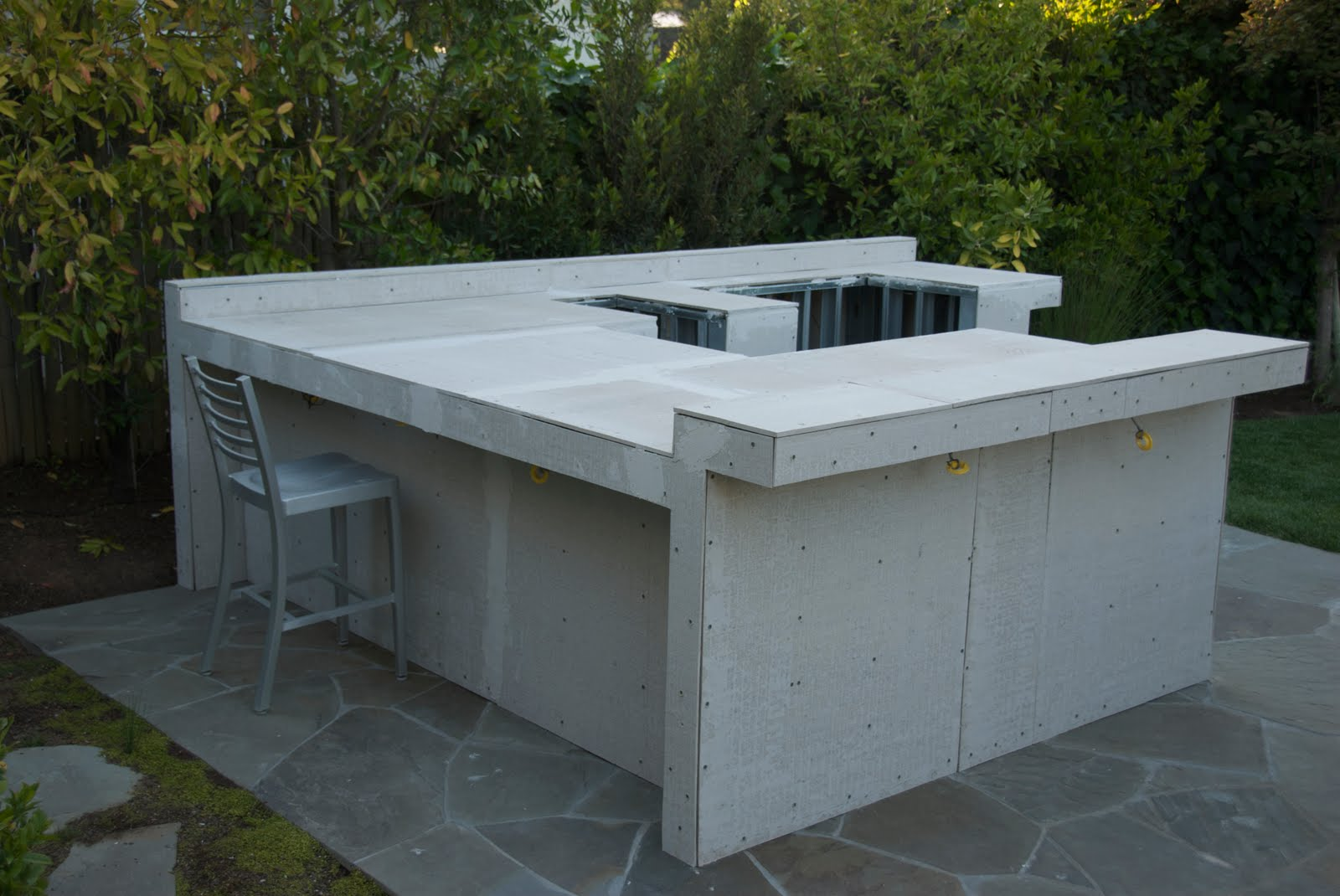 Outdoor kitchen construction it 39 s a wrap for Outdoor kitchen construction
