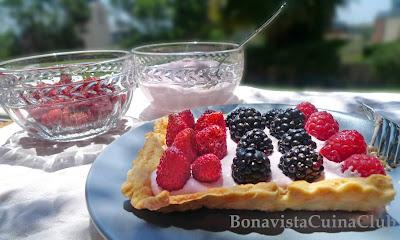 Receta pastel fresitas del jardín y frutos del bosque