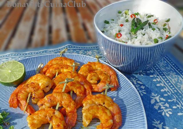 receta de gambas al curry, achiote, guindilla, esparragos verdes y ajos tiernos con arroz jazmín largo