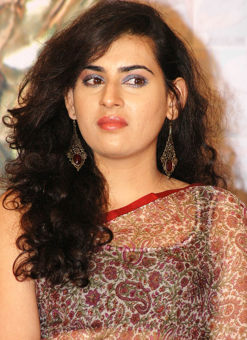 ARCHANA VEDA LATEST CUTE STILLS IN SAREE ON CLOSE UP