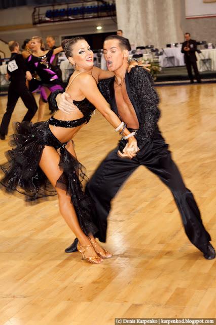Пара из Германии Stefen Zoglauer и Sandra Koperski выступает на чемпионате Европы по 10 танцам в рамках Belarus Open в  Минске, Беларусь 13.11.2010