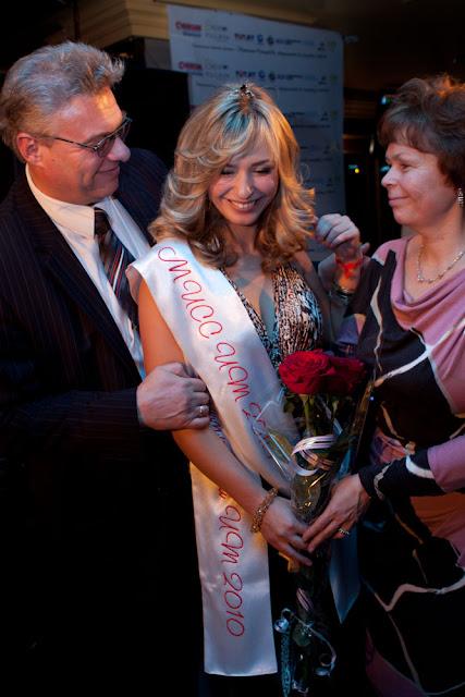 Родилети Екатерины Вешторт поздравляют ее с победой в конкурсе Мисс IT Минск 2010.