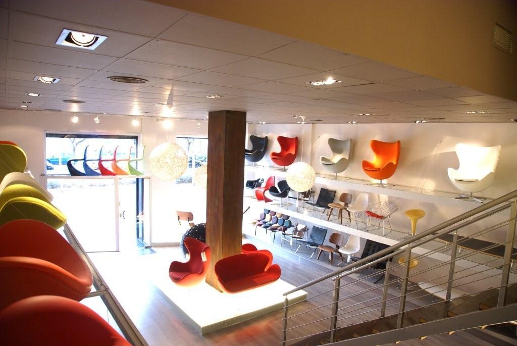 Tienda de muebles de dise o estilo de la bauhaus en for Muebles diseno barcelona