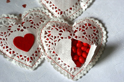 http://blog.chictags.com/2011/01/diy-doilie-hearts.html