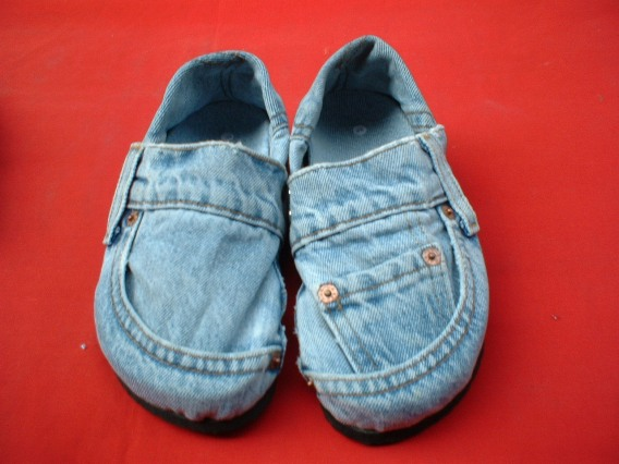 Nov 18, · How to Make Jean Slippers. Learn how to make this fun and easy craft. Great for rainy days! Slide your feet into the back pockets of the jeans. The pockets should fit your feet comfortably. Cut the pockets off and trim any extra fabric 54%(7).