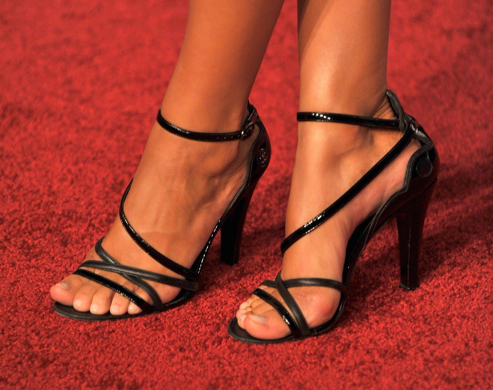 Фото ножки в туфельках 26 фотография