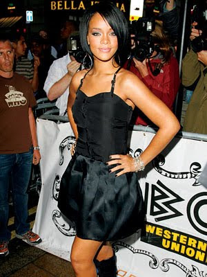 Jeux de la photo - Page 15 Rihanna-height