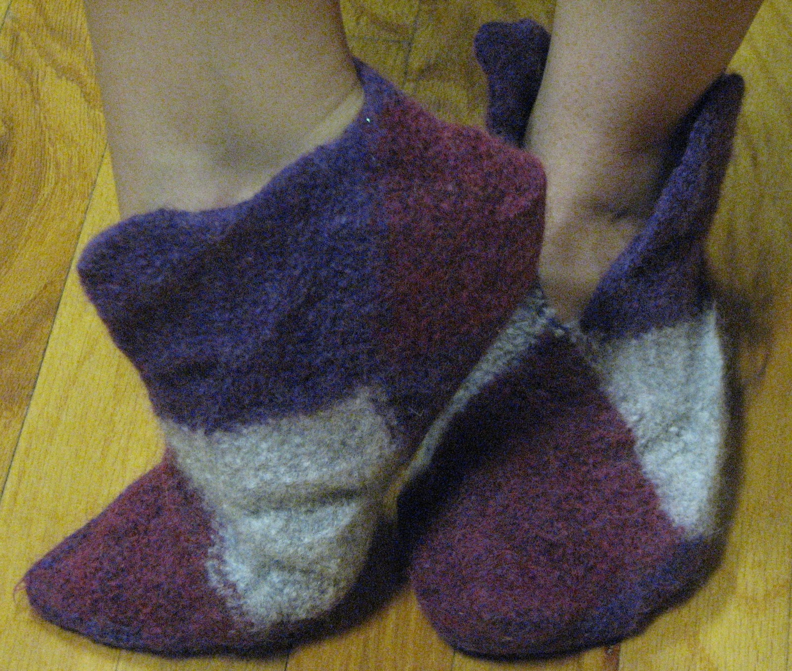 Knitted House Slippers Pattern : Sheilas Stamping Stuff: Norwegian House Slippers