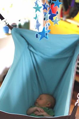 hammockbaby3 jpg kanoe hanging crib   babygaga  rh   center babygaga