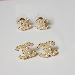 chanel pearl signature earrings image
