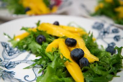 mangoa ja pensasmustikoita