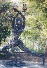 Sakae, escultura com sucata, trabalho em metal
