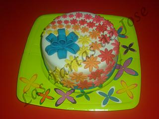 Tarta decorada con flores y lazo. Las tartas de Jose. Castellón.