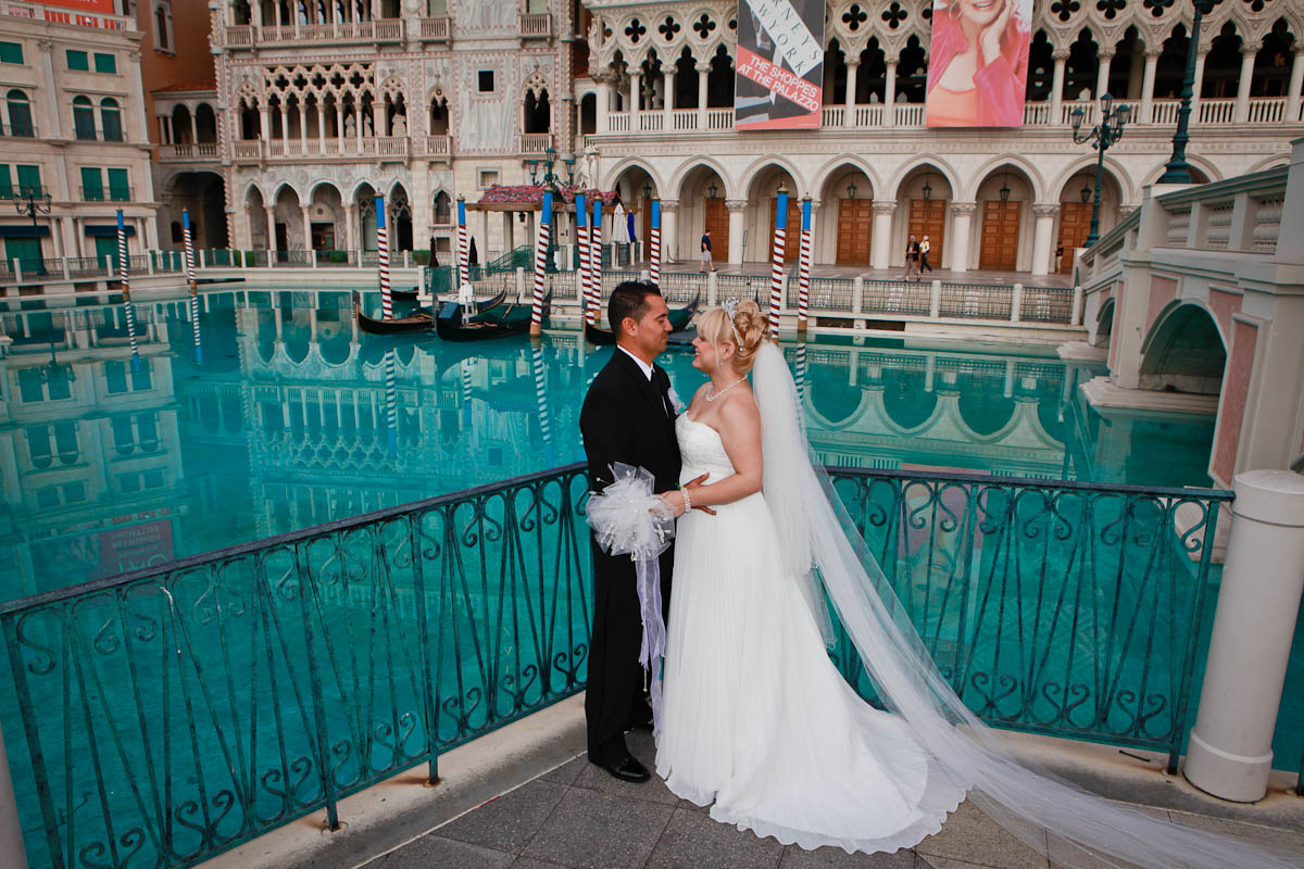 Add Las Vegas Strip Photography To Any Wedding Package