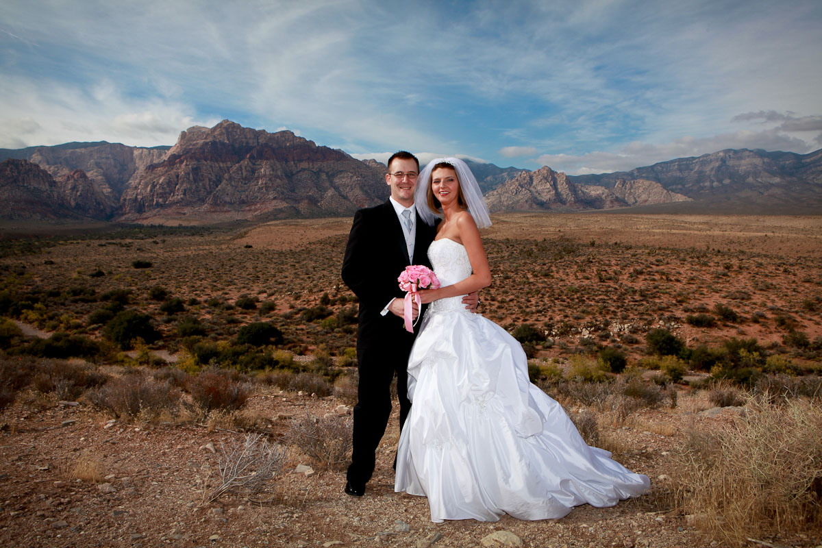 Red Rock Canyon Is The Perfect Place For Your Fall Scenic Las Vegas Weddings Ceremony Nature S Stunning Playground Located Less Than 20 Miles