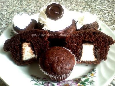 Túró Rudis muffin, kefires, kakaóporos, fahéjas tésztás sütemény.