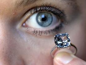 [=?iso-8859-1?Q?Il_n'existerait_dans_le_monde_qu'une_poign=E9e_de_ces_gros?= =?iso-8859-1?Q?_diamants_bleus-701888.jpg?=]