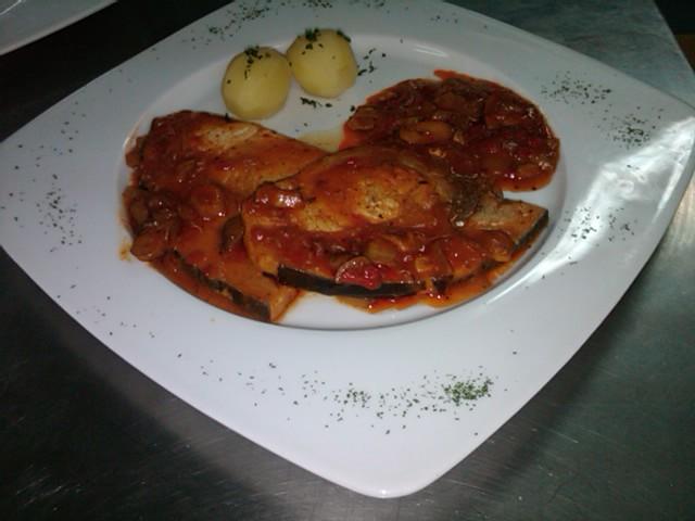 Cocina creativa pez espada en salsa provenzal for Cocinar pez espada
