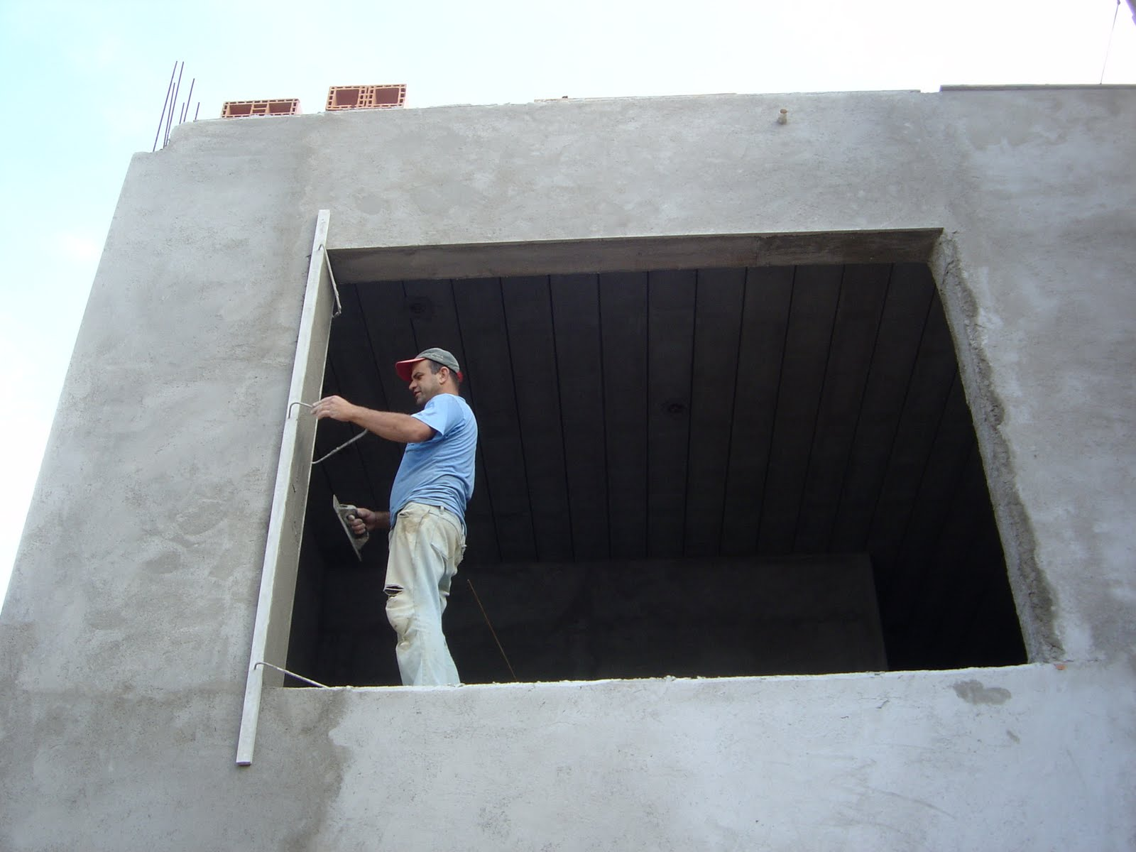 #446387 Continuaram os trabalhos de requadramento e massa por toda parte. 1434 Requadramento De Janelas