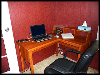 vacation home office desk and chair