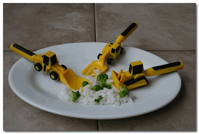 construction cutlery at flying peas
