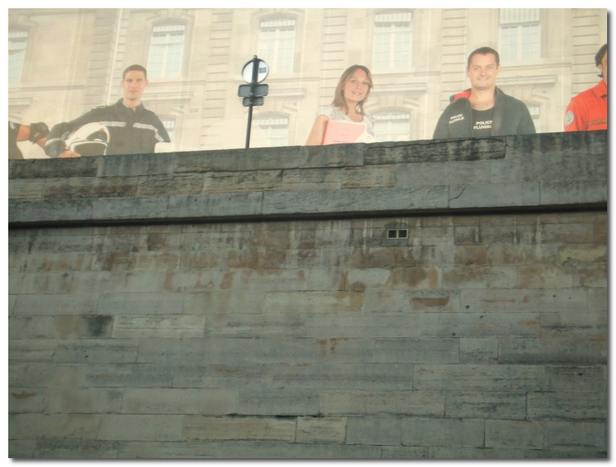 [mural+over+the+seine+paris.jpg]