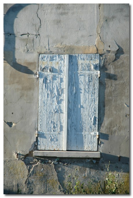 peeling paint in france