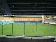 """Vocês também podem visitar o estádio """"La Bombonera"""", que é a sede do Boca ."""