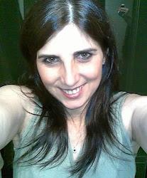 Carinhosa, amável  e feliz!