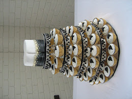200 B&W cupcakes