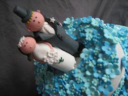 blue blossoms wedding cake
